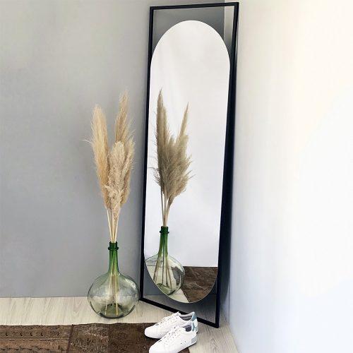 آینه قدی ایستاده